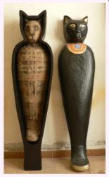 sarcofagogato1 155x251 - Figuras