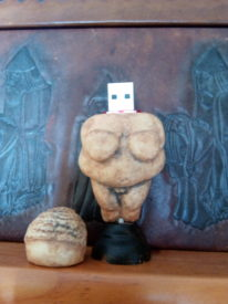IMG 20181012 103618 206x275 - Venus de Willendorf USB