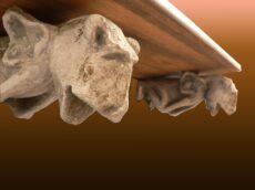 gargolasestanteria 230x172 - Obra Propia (Escultura), objetos decorativos.
