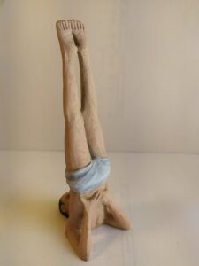 IMG 20200524 112921 e1590419381114 225x300 - Figuras de Yoga. Sirsásana, Alásana, Virásana y Sarvangásana. Resina de Poliuretano 18cm